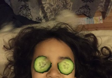 cucumber on eyes beauty