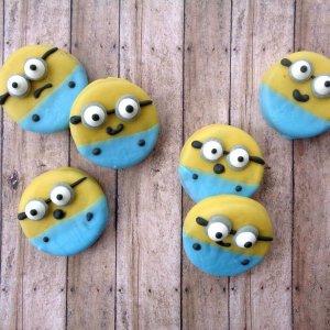 minions themed oreo cookies