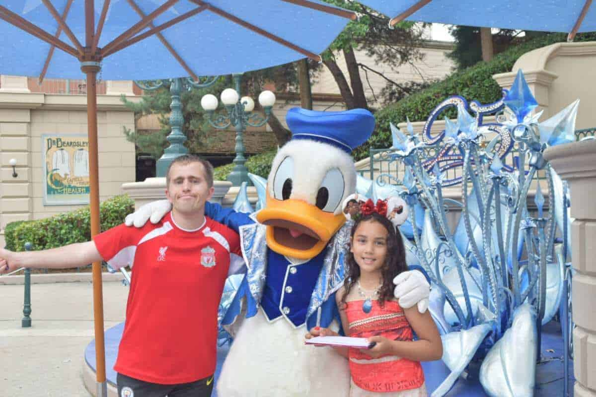donald duck at disneyland paris