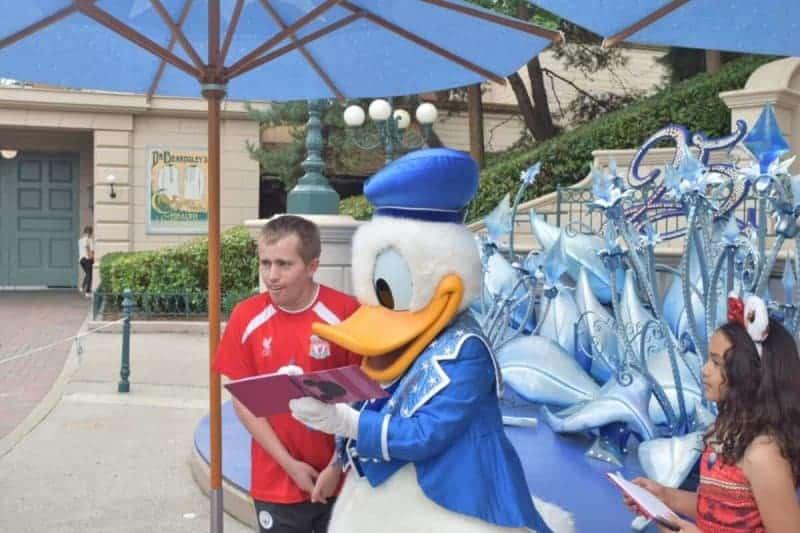 donald duck at disneyland