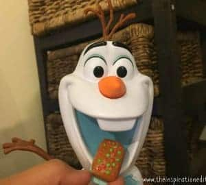 Snacking talking Olaf