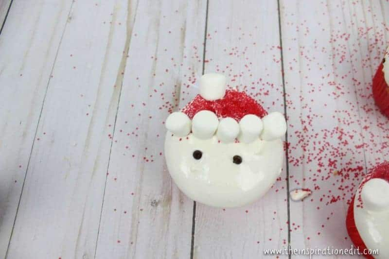 making santa cupcakes