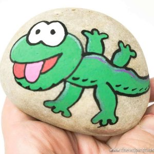 gecko rock painting