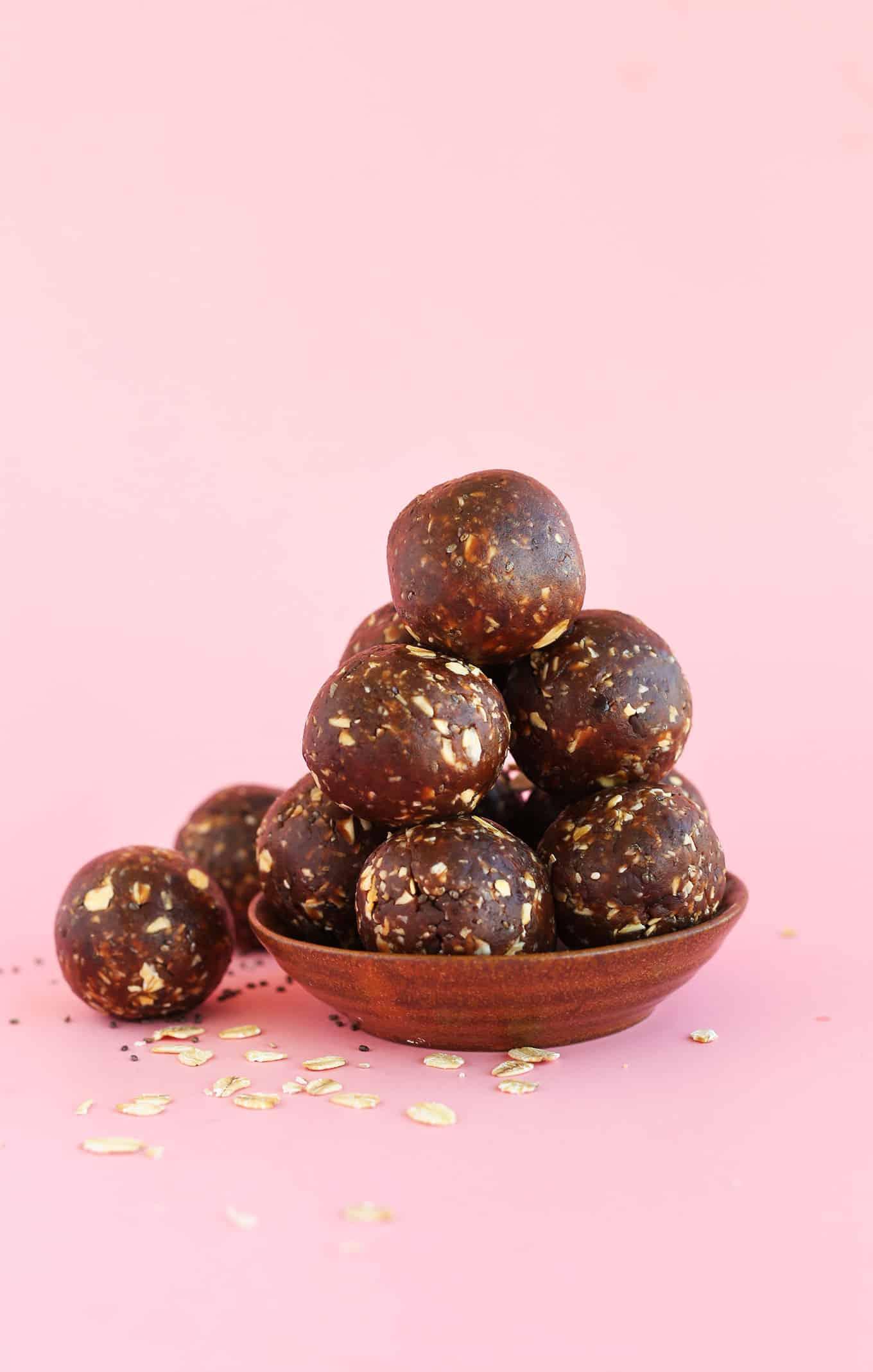 Peanut-Butter-Cup-Chia-Seed-Energy-Bites-vegan-glutenfree-chocolate