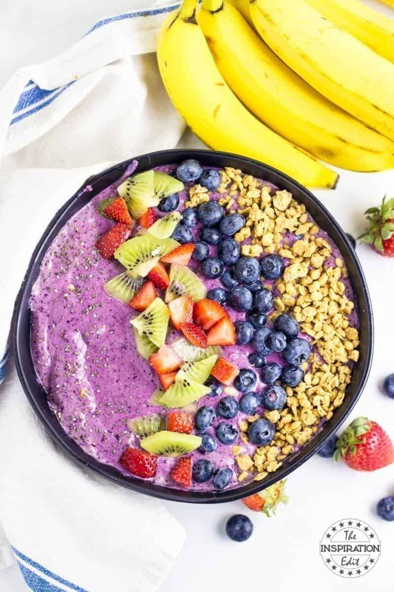 weight watchers breakfast smoothie bowl with fruit