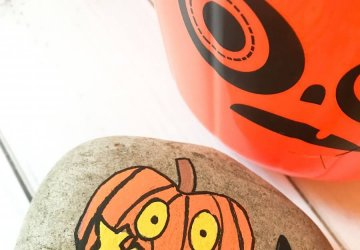 halloween painted rock pumpkin rock stone