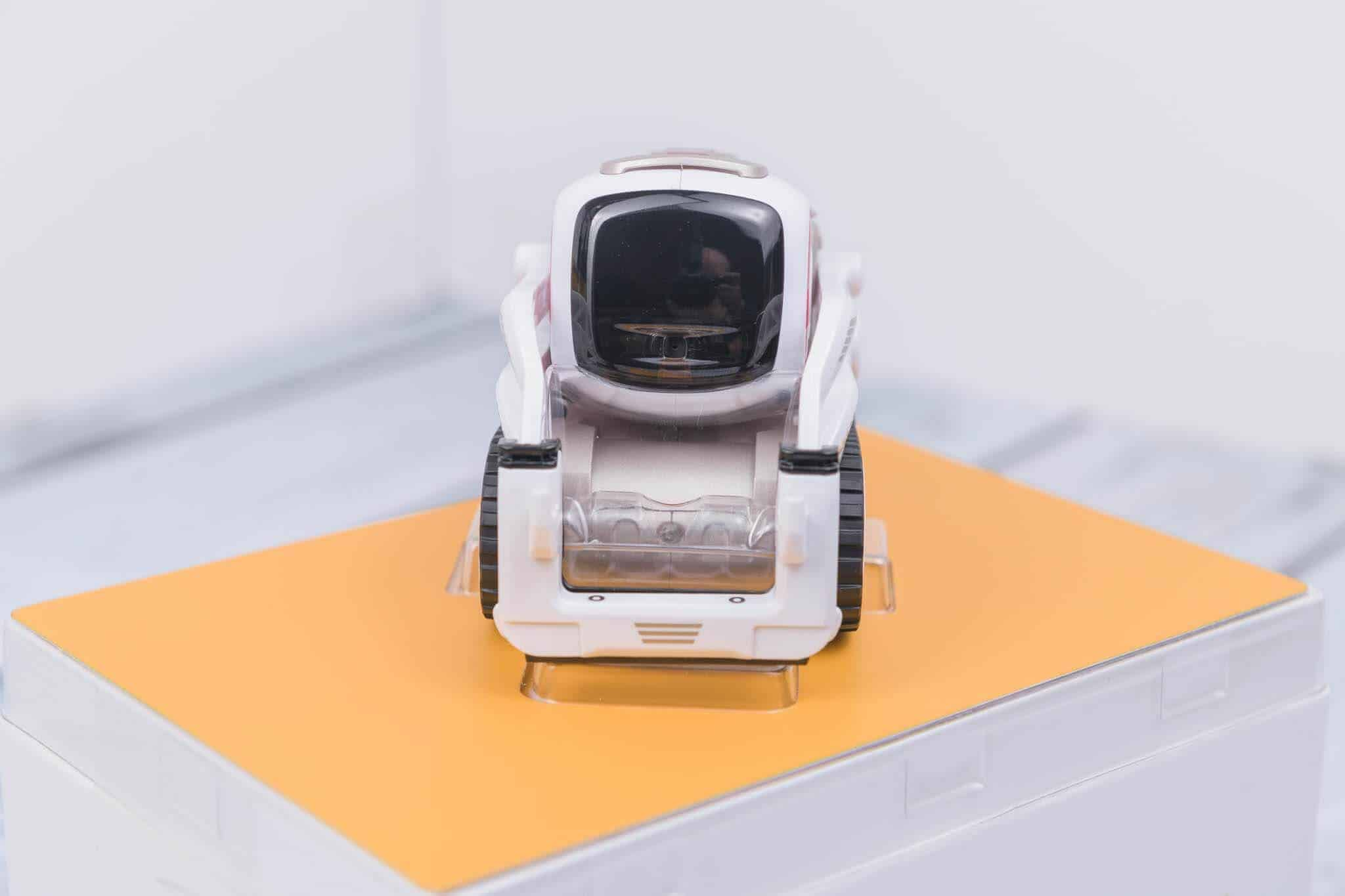Anki Cozmo Robot Review - Just Out of the Box