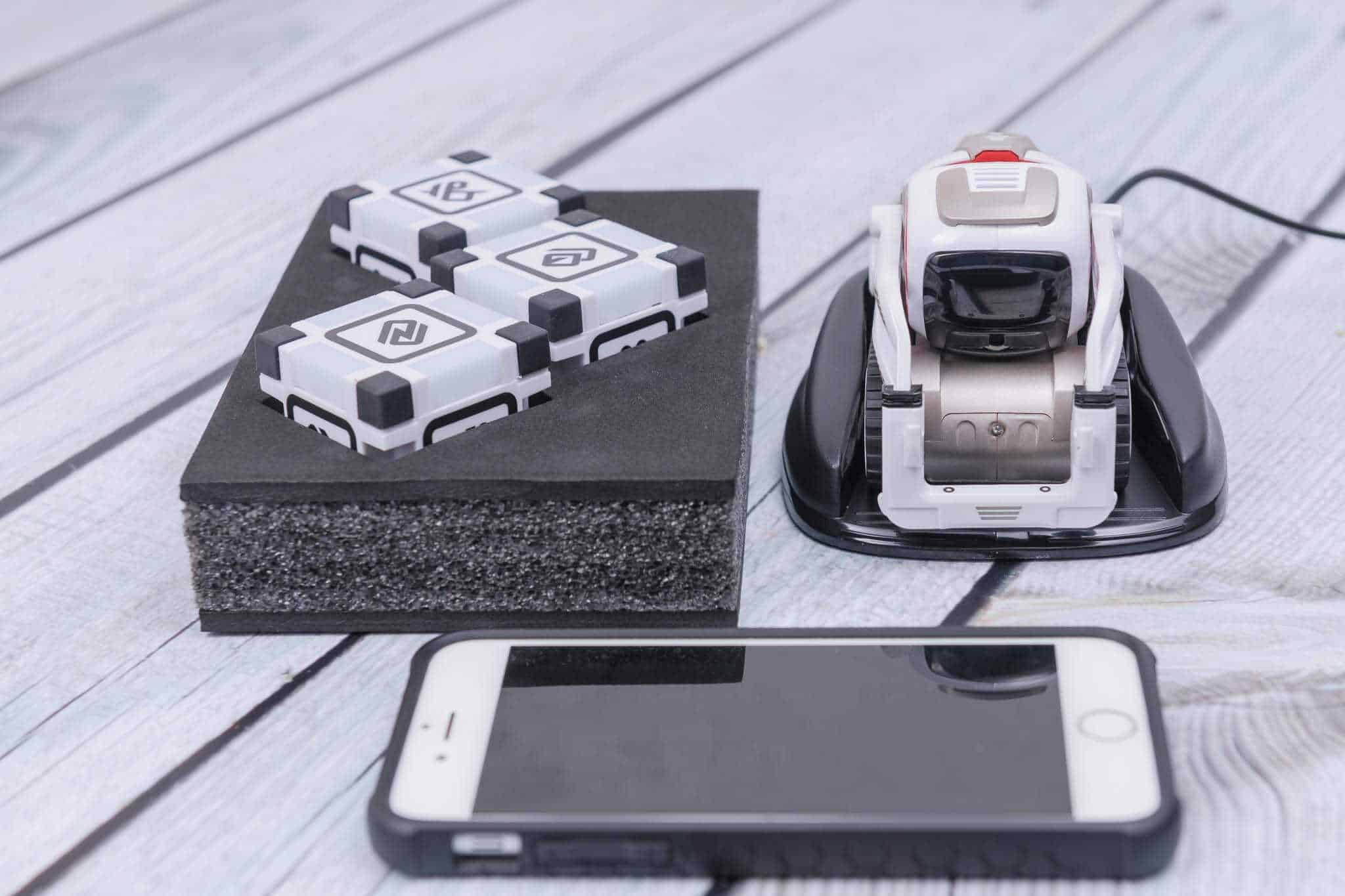Anki Cozmo Robot Review - Charging Pod and Phone