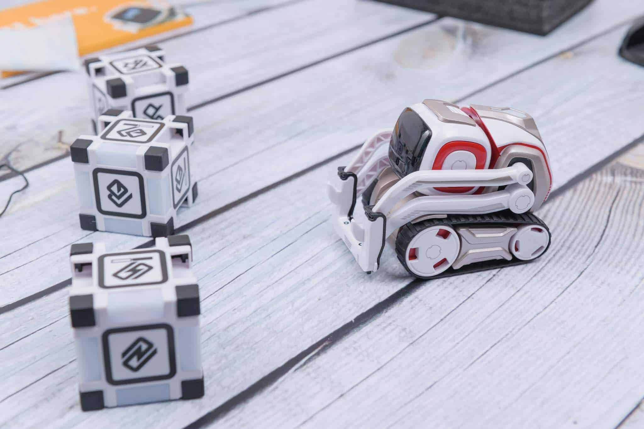 Anki Cozmo Robot Review - Playing the First Game