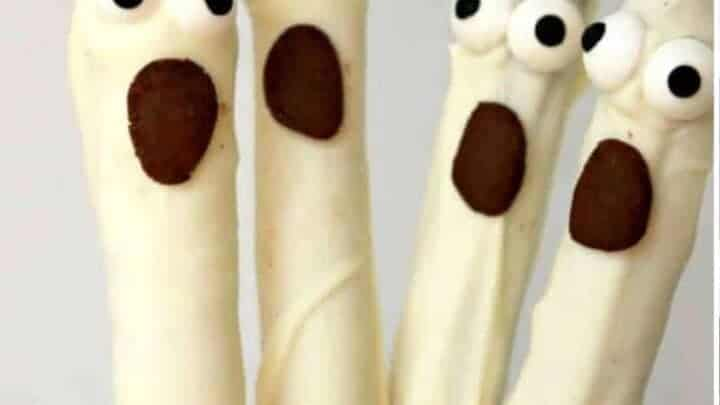 HALLOWEEN GHOSTS pretzels