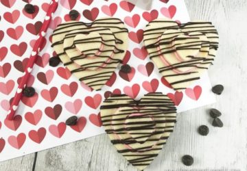 We hope you have fun making this valentine cookies recipe.