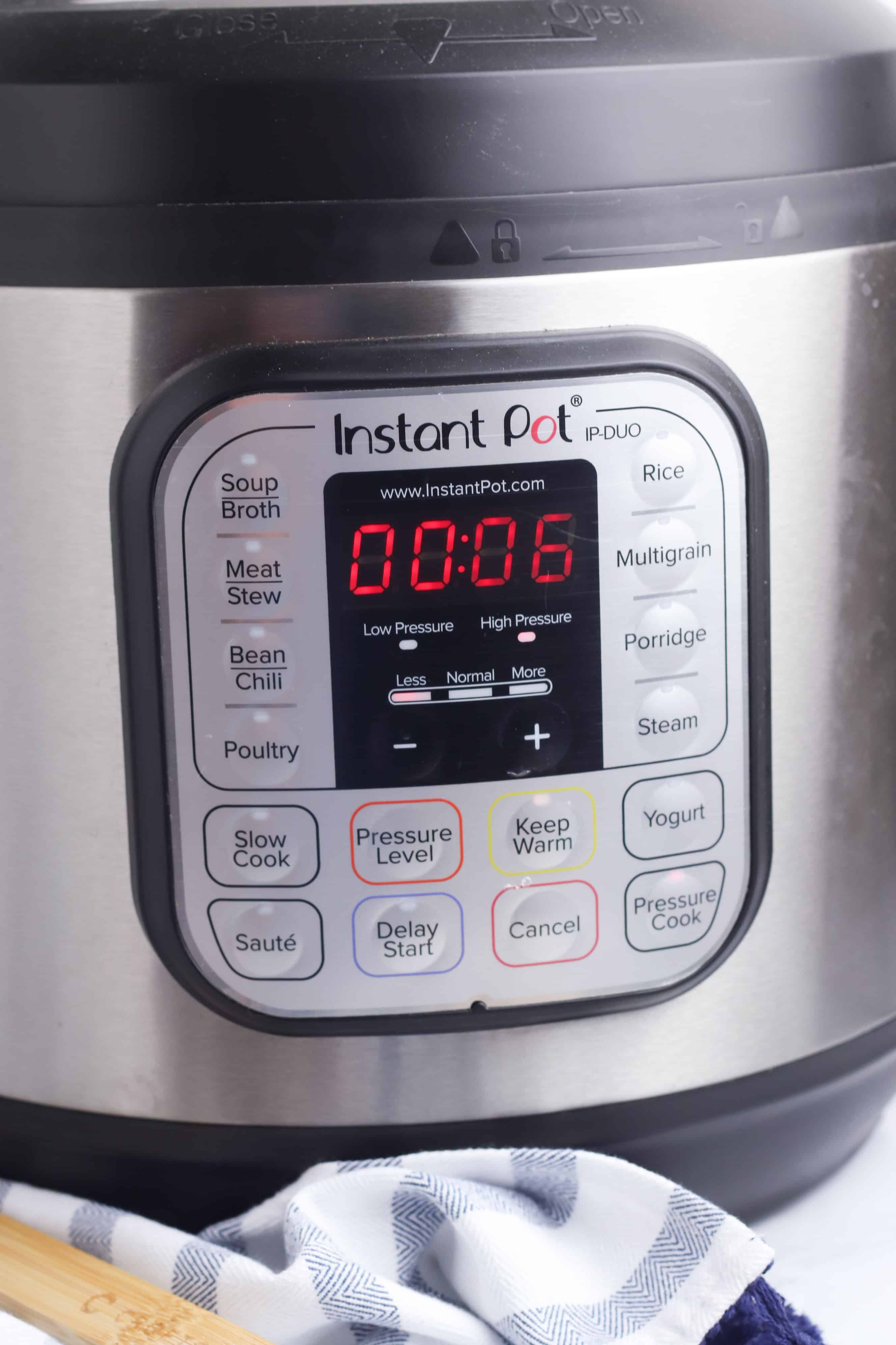 instant pot with 6 minutes on the display