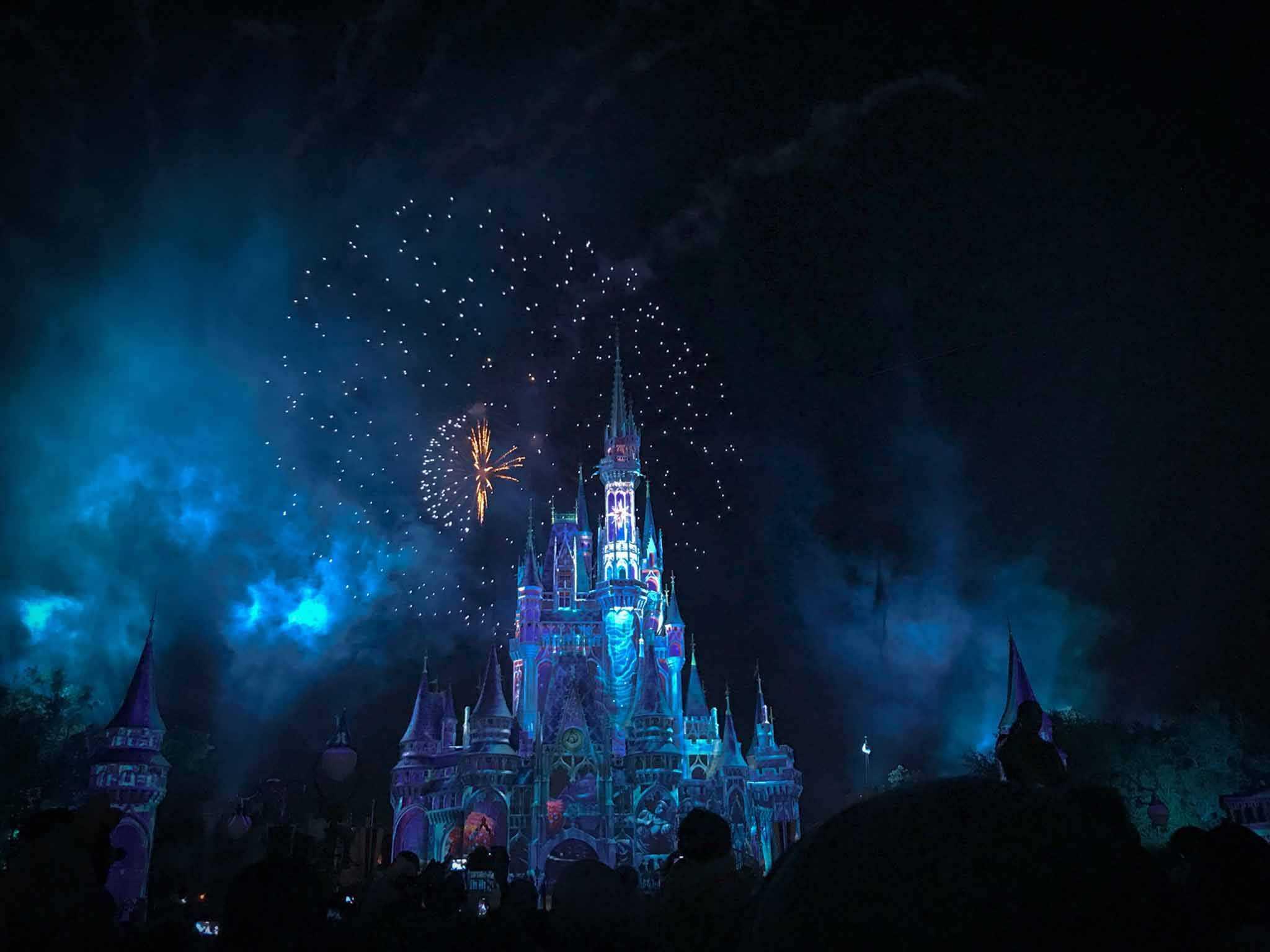 Night-Tokyo-Disneyland-Castle