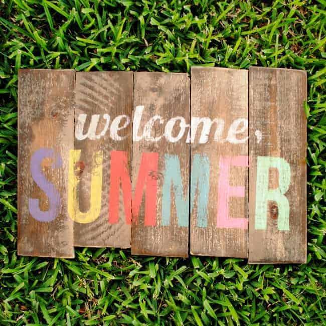 DIY Weathered Summer Pallet Sign