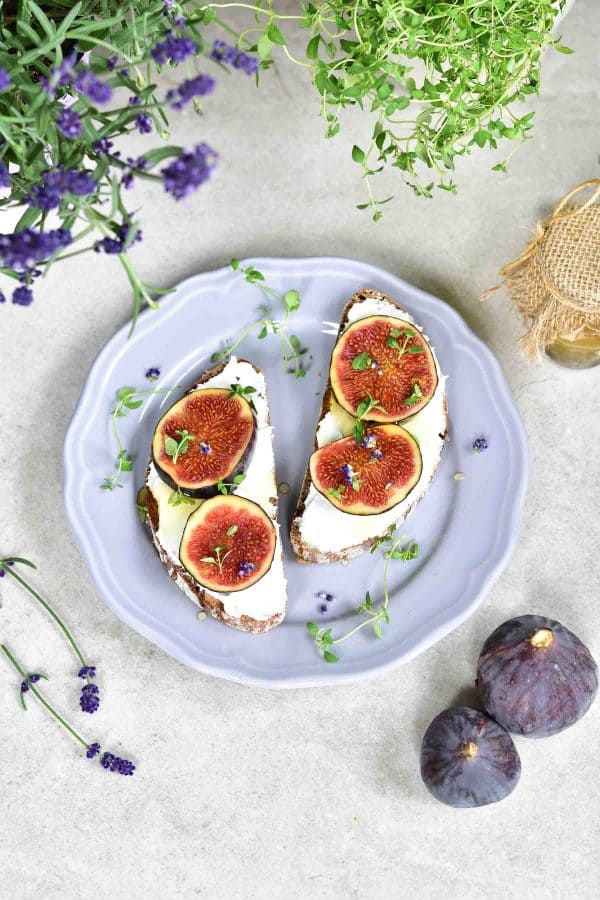 fig-and-goat-cheese-toast