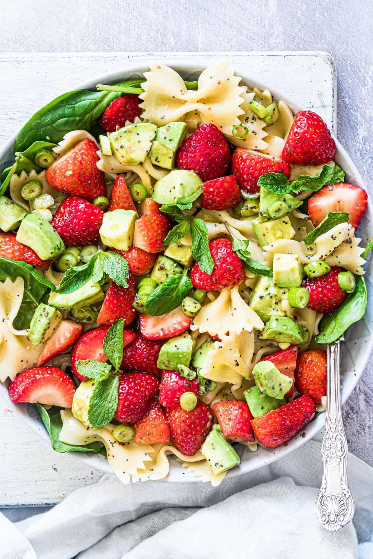 strawberry-avocado-pasta-salad-